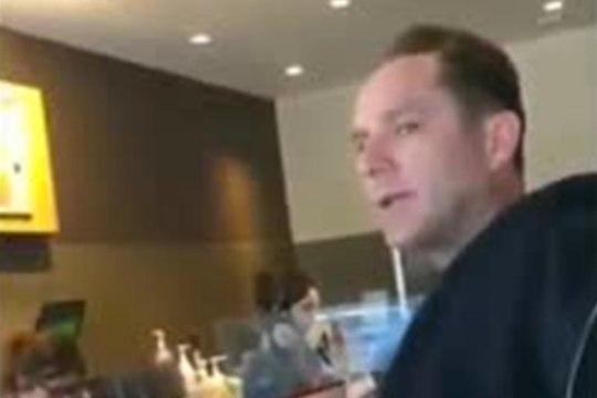 Американца оставили без кофе из-за ненависти к мусульманам (ВИДЕО)