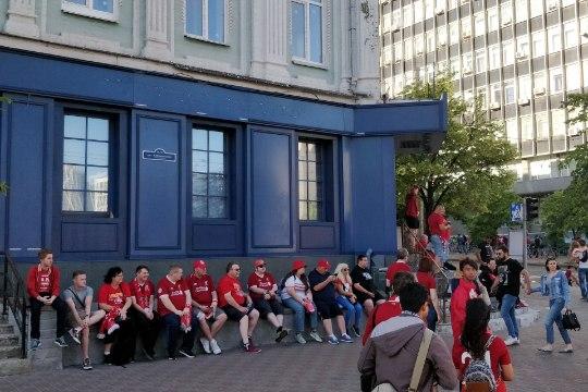 ÕHTULEHT KIIEVIS | Liverpooli fännid kostitasid Reali fänne teravmeelse laulukesega