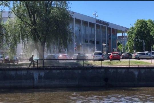 VIDEO | Tartus puhutakse tänavatolm lehepuhuriga jõkke