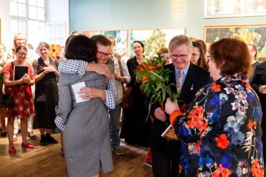 GALERII   Lõunaristi all maalitud teosed jõudsid Eestisse