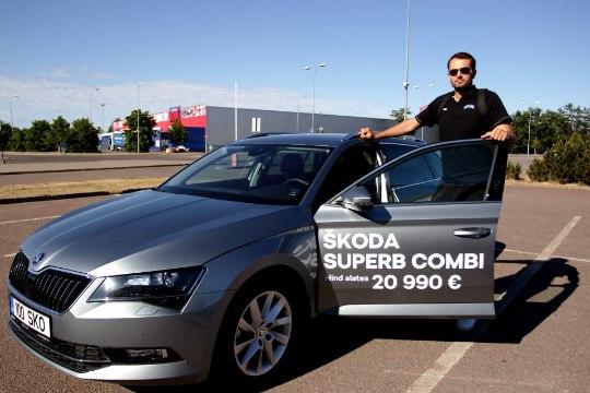 FOTOD | Eesti korvpallikoondislased tulid esimesele treeningule uute autodega