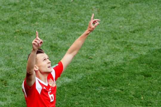NII SEE JUHTUS | Jalgpalli MM: Venemaa näitas kodupubliku ees musklit