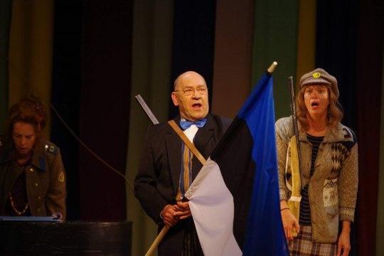 """FOTOD   Eesti näitlejate tippkoosseis astub koos Keilas lavale Draamateatri etenduses """"Isamaa pääsukesed"""""""