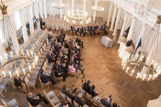 GALERII   Tartu ülikooli rektor Tõnu Lehtsaar lõbustas presidente