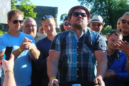 GALERII | Haapsalu Jaanitule üllatusesineja Nancy küttis rahva üles