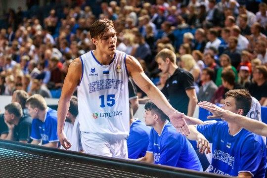 Pluss, miinus, ennustus   Euroopa meistri nöökimine ja korvpallikoondise suur mäng