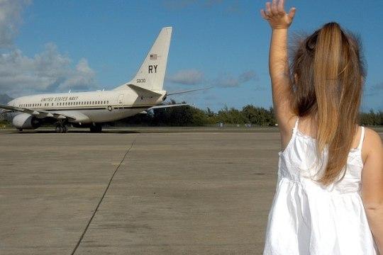 Lennufirmad panevad perekondi lennukis eraldi istuma – sellel võib olla traagiline tagajärg!