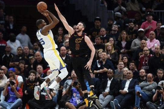 VIDEO | Warriors pani LeBroni ja Cavaliersi lootusetusse seisu, Kevin Durantilt supermäng