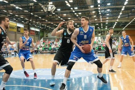 VIIES VEERANDAEG   Kas Eesti vajab profikorvpalli?