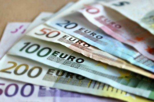 GRAAFIK | Ministeeriumi prognoosi järgi tõuseb eestlase kuupalk 10 742 euroni