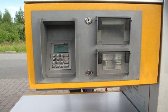 Полиция Финляндии предупреждает: на автозаправках копируют банковские карты