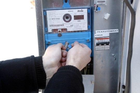 Suure arenduse naabri elektrikilbist avastati tundmatud läbilõigatud kaablid