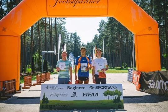 Suvekuumuses toimunud Elva Järvede Jooksu parimad Algo Kärp ja Marge Türn!