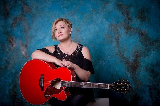 Lauljanna Anne Adams ammutab meelerahu kaartidest