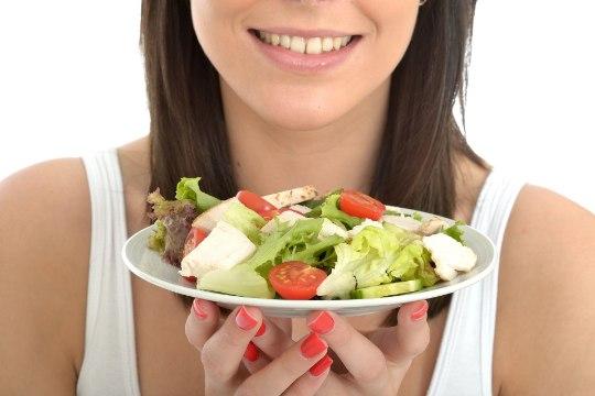 SOOLENAKKUS KIIRTOIDUKETIST? McDonald's peatas USA-s mitmes osariigis salatite müügi