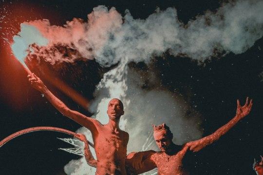 GALERII   PIDU NAGU VÄLISMAAL! Non Grata põletas Saaremaa muusikafestivalil hiigelfööniksi
