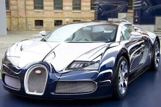 VIDEO | Nutimehed teevad Bugatti Veyronile luksuslikult säästliku hoolduse