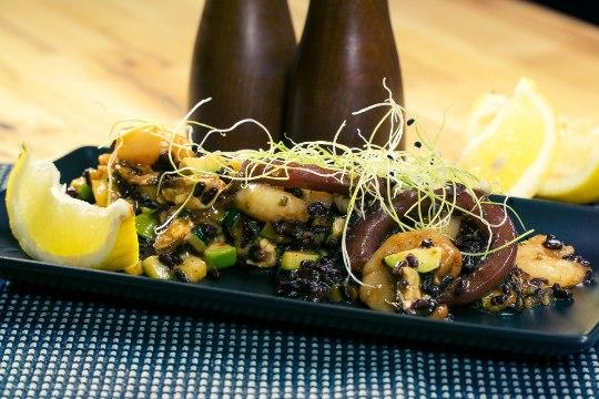 SELVERIGA KÖÖGIS | Musta riisi salat mereandidega