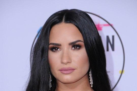 Leht: Demi Lovato sõpradel oli narkoläbu ajal vastumürk valmis pandud