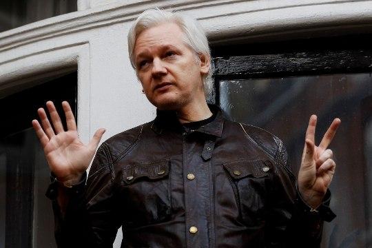 Ecuadori president: Julian Assange peab viimaks lahkuma