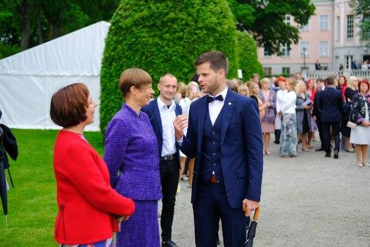 """GALERII   Tulevikutähed kogunesid roosiaias: """"Ütlesin emale, et lõpetan gümnaasiumi kuldmedaliga!"""""""