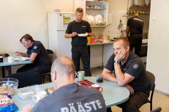 Tuletõrjujatega köögis: päästjad on ühtlasi ka osavad kokad