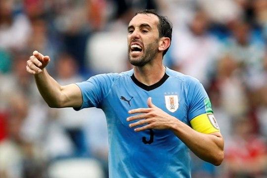Uruguay kapten astus karmi eksimuse teinud väravavahi kaitseks välja