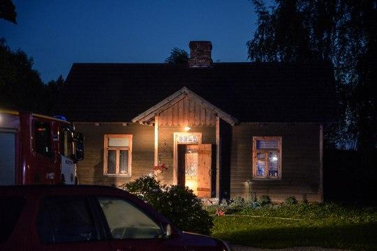 FOTOD JA VIDEO | Viljandimaal süüdati keset ööd Hedvig Hansoni kodu, pere magas sees