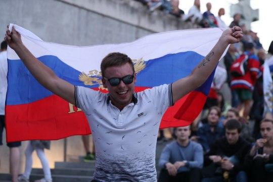 Смотри, как на площади Вабадузе болели за сборную России