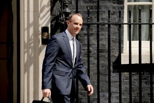 Suurbritannias vahetub kaks olulist ministrit