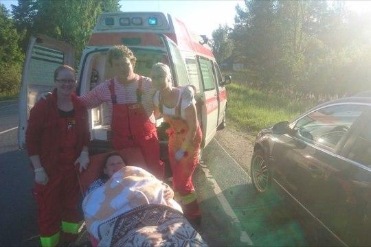 Naine sünnitas maantee ääres kiirabiautos, kuna ei jõudnud Valgast Tartusse