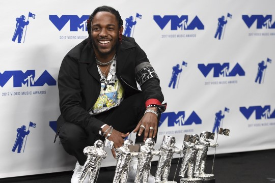 Tillukesel Kendrick Lamaril on hiiglaslik turvamees!