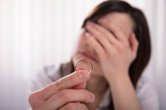LAHUTANUD NAINE: kuus viga, mida tuleks abielus vältida