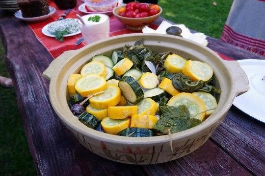 Mida teha suvikõrvitsast: eelista vilju, mis pole käsivarrest jämedamad