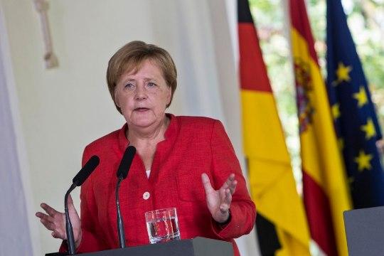 Европе нужна справедливая система распределения мигрантов, заявила Меркель