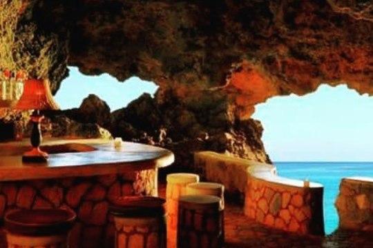 JUUA JAMAICA KOOPAKÕRTSIS JA SURRA: millised on maailma kõige ägedamad baarid?