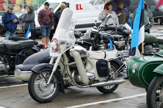 GALERII   Paides peeti esimest külgkorviga mootorrataste kokkutulekut