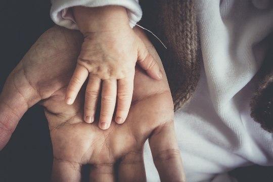 Отец до смерти забил годовалого сына за то, что тот разбрасывал еду