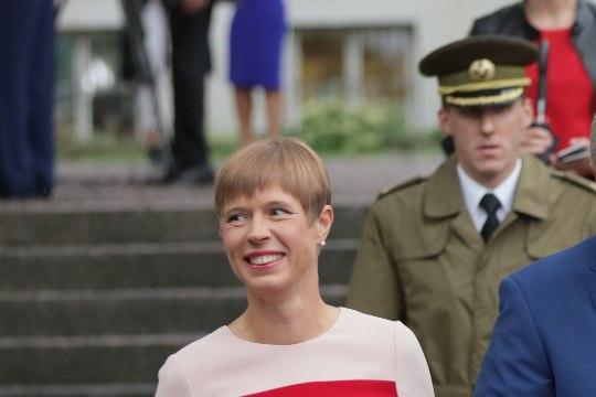 VIDEO   Kaljulaid: roosiaeda kogunes palju stiilseid Orissaare seenelisi