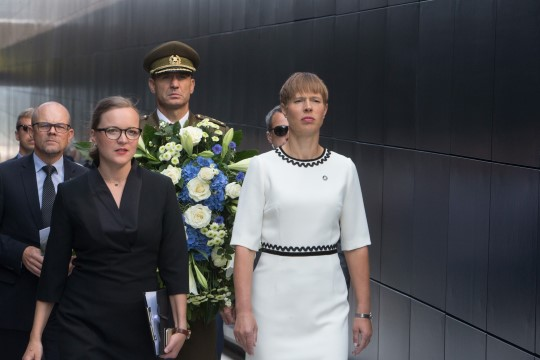 GALERII | President viis kommunismiohvrite memoriaali avamisele pärja