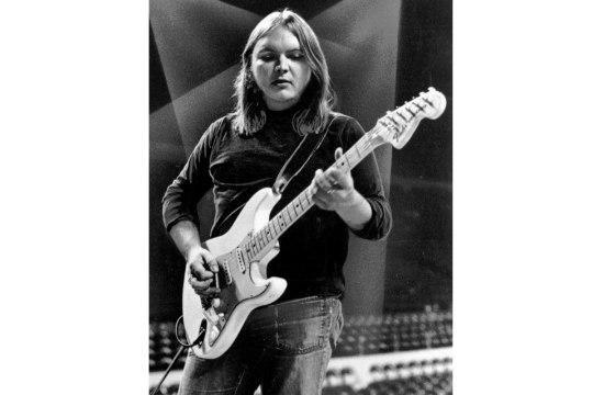 Suri Lynyrd Skynyrdi kitarrist ja suurima hiti kaasautor