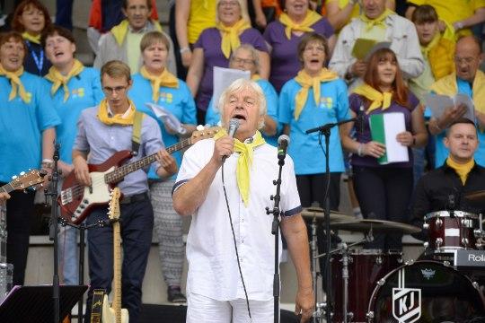 VIDEO JA GALERII | Erivajadusega inimeste laulu- ja tantsupeol oli viipekeelne tõlge