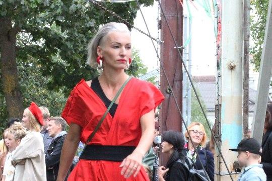 PILDID JA VIDEO   Kirbufestivalil astusid üle võlli riietusega üles nii Põhja-Tallinna linnaosavanem kui ka staarnäitlejad ja muusikud
