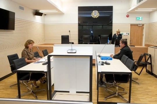 NÕIAJAHT? Ahistavas jälitamises süüdistatav reikimeister ei tulnud kohtusse