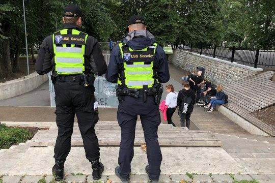 Noortekampade hirmus pannakse Tallinna parkidesse turvamehed