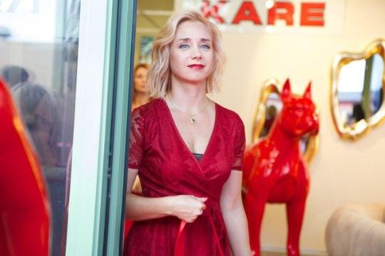 Цвета настроения – красный. Смотри, кто пришел на открытие дизайн-салона Kare