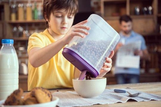 Toitumisnõustaja: ainult võileib või hommikuhelbed ei ole koolilapsele sobiv hommikusöök
