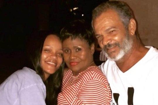 Rihanna avaldas haruldase perefoto