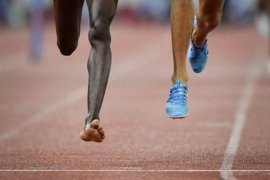 VIDEO | SAAB KA ILMA! Keenia sportlane võitis vaatamata tossu kaotamisele 3000m takistusjooksu