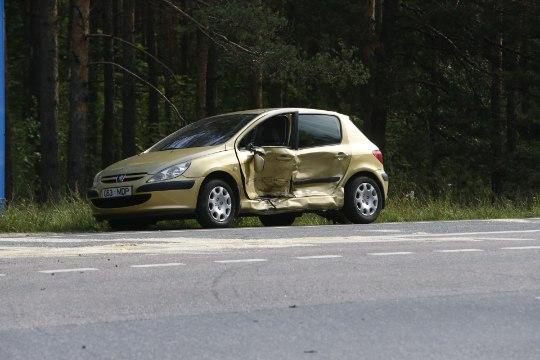 GALERII |  Kahe auto kokkupõrkes sai viga kolm last ja kolm täiskasvanut